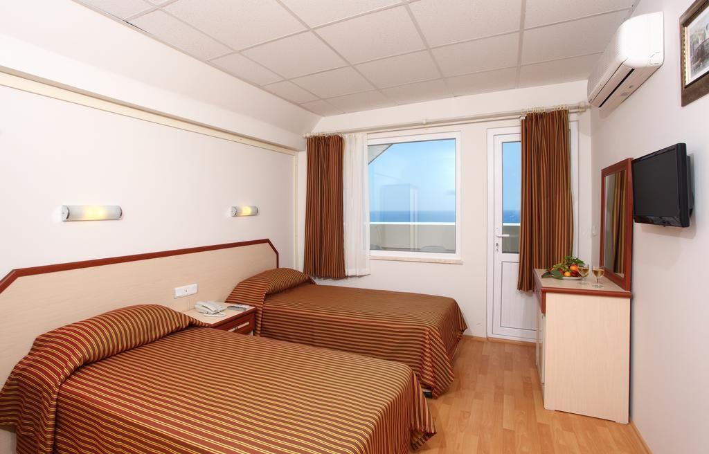 SEA BIRD BEACH HOTEL 4 *